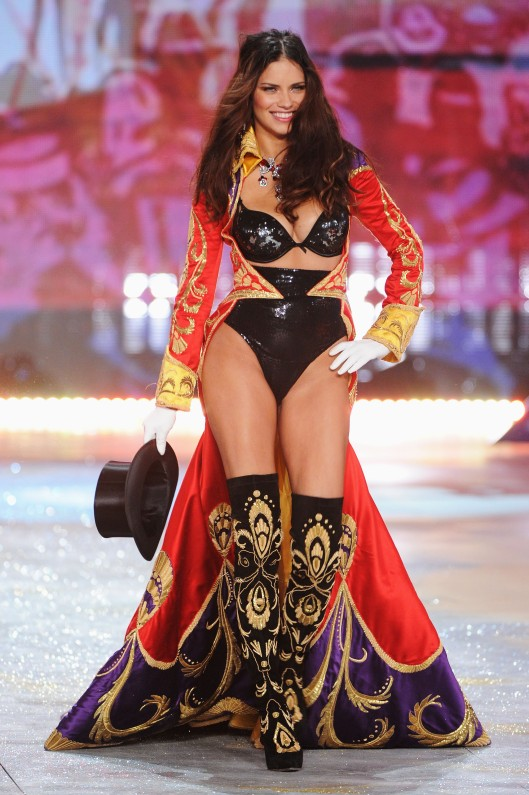 Adriana-Lima-Victoria-Secret-Fashion-Show-2012-8